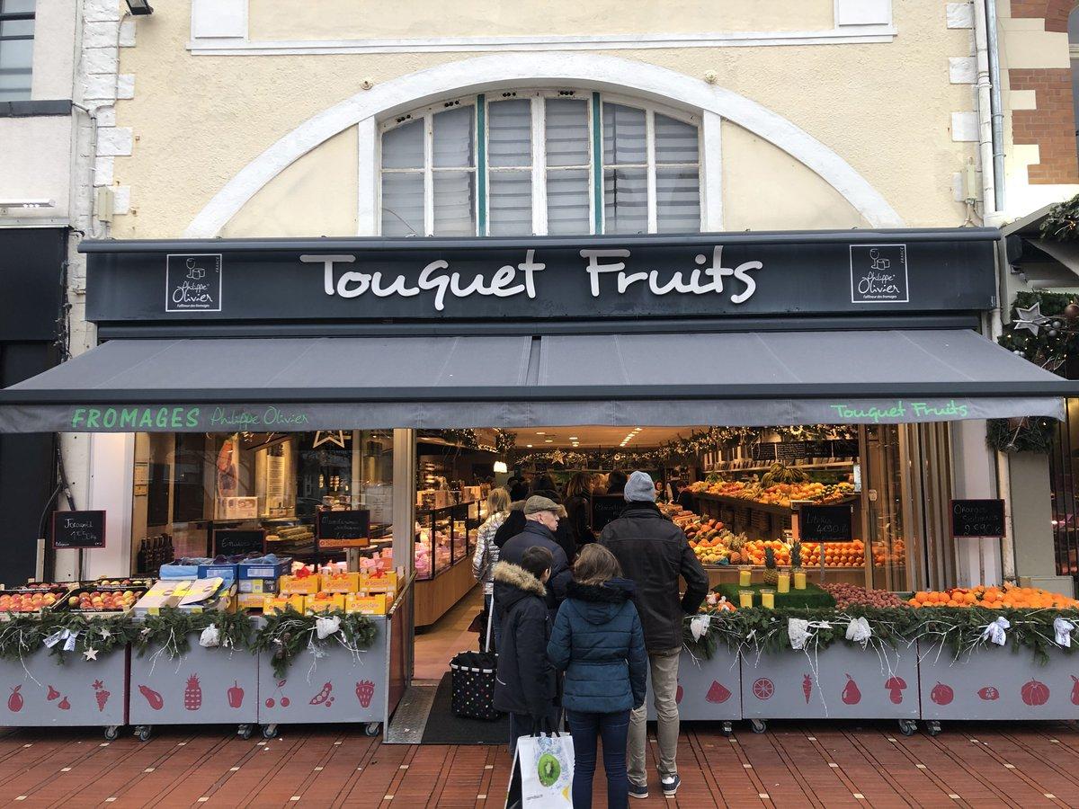 Etalages d'un magasin de fruits et légumes rue de Metz au touquet