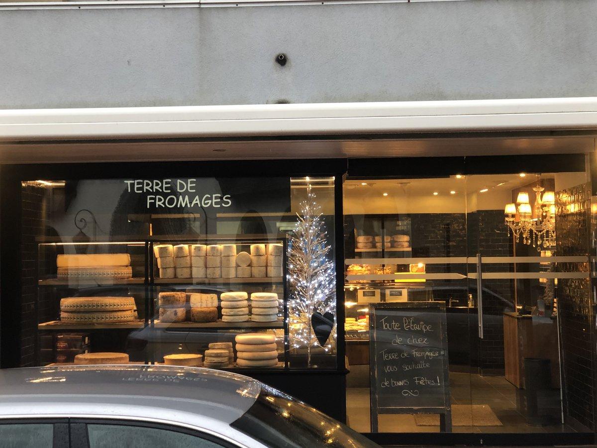 Devanture des fromages du magasin Terre de fromages au touquet